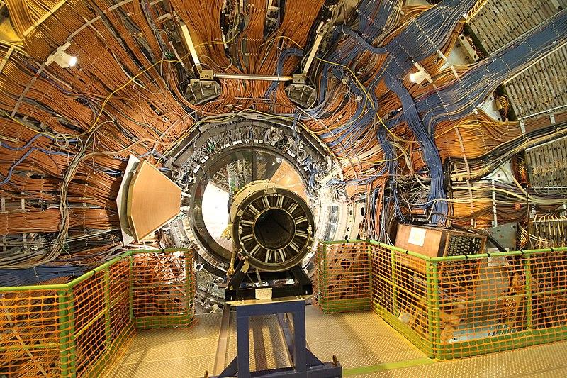 Akcelerator cząstek w CERN-ie. Antymateria.