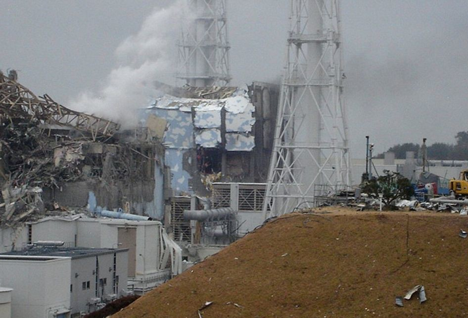 Zniszczona elektrownia w Fukushimie.
